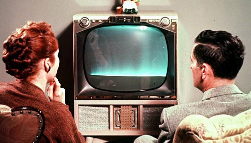 Couple-watching-1950s-style-television-Supplied-5908832-500x285c